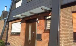 Glas-Moor-Wohnen-mit-Glas-Vordach